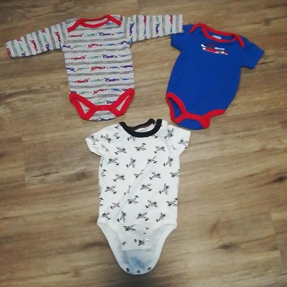 3 for $9 3 onsies boy baby gear Oshkosh
